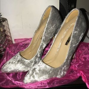 Velvet silver heels / pumps / stilettos